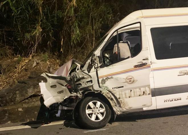 Hiện trường vụ tai nạn liên hoàn giữa xe container và 5 ô tô trên đèo Bảo Lộc - Ảnh 6.