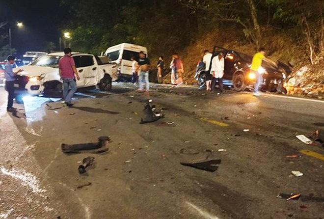 Hiện trường vụ tai nạn liên hoàn giữa xe container và 5 ô tô trên đèo Bảo Lộc - Ảnh 1.
