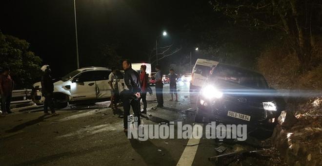 Hiện trường vụ tai nạn liên hoàn giữa xe container và 5 ô tô trên đèo Bảo Lộc - Ảnh 3.