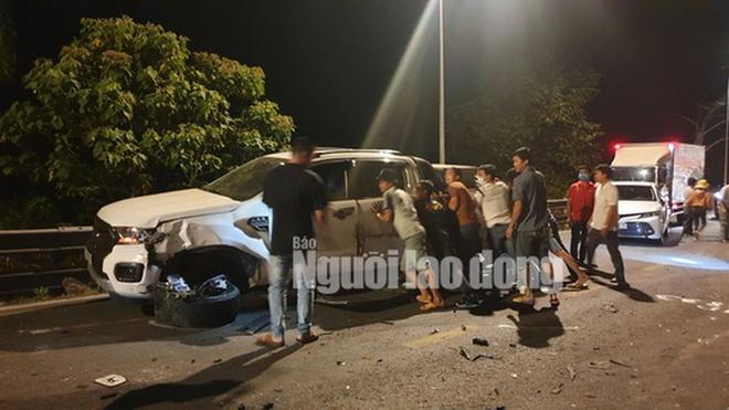 Hiện trường vụ tai nạn liên hoàn giữa xe container và 5 ô tô trên đèo Bảo Lộc - Ảnh 4.