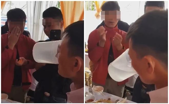 """Nhà trai xách 5 can rượu lên thách đấu nhà gái, bố cô dâu có màn xử lý khiến tất cả """"xanh mặt"""", chào thua"""