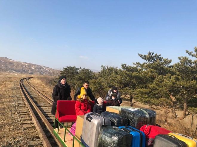 Chuyến đi để đời: Nhân viên ngoại giao Nga ở Triều Tiên phải hồi hương trên xe goòng chạy bằng cơm - Ảnh 3.