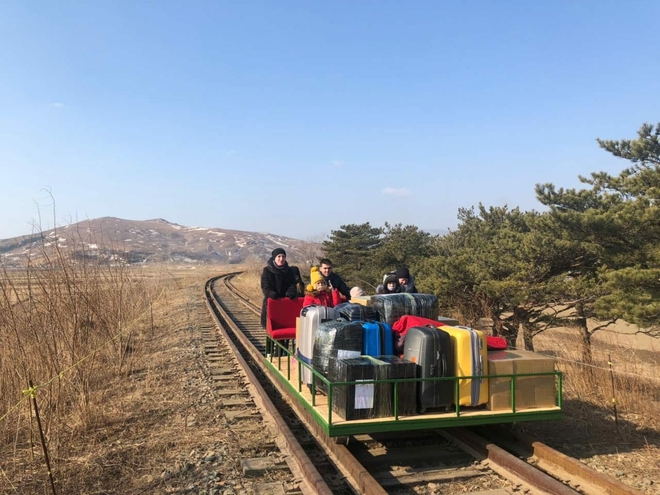 Chuyến đi để đời: Nhân viên ngoại giao Nga ở Triều Tiên phải hồi hương trên xe goòng chạy bằng cơm - Ảnh 2.