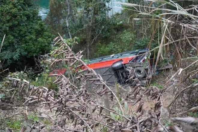Xe khách giường nằm lao xuống vực ở Tuyên Quang, 1 người tử vong - Ảnh 3.