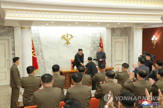 Quân đội Triều Tiên thay máu với Tư lệnh Hải quân, Tư lệnh Không quân mới - Ảnh 2.