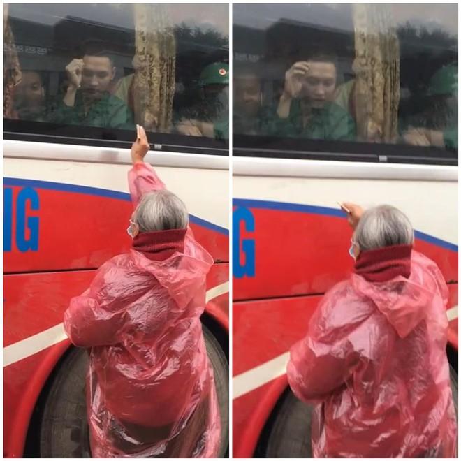 Xúc động hình ảnh người bà mặc áo mưa, cầm tiền cố cho khi cháu đi nghĩa vụ quân sự - Ảnh 1.