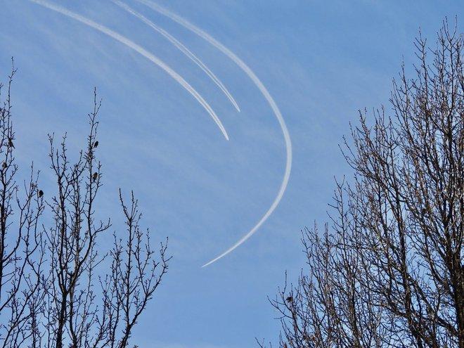 Video 3 oanh tạc cơ tàng hình B-2 bất ngờ xuất hiện trên bầu trời Mỹ - ảnh 2