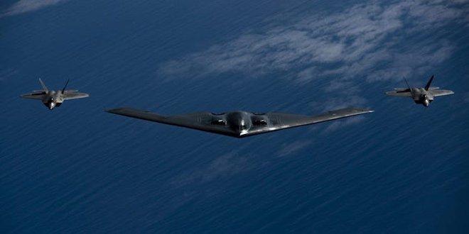 Video 3 oanh tạc cơ tàng hình B-2 bất ngờ xuất hiện trên bầu trời Mỹ - ảnh 5