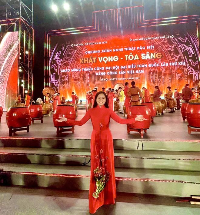 Ca sĩ Cẩm Loan tự hào khi được hát trong chương trình Khát vọng - Tỏa sáng - Ảnh 1.