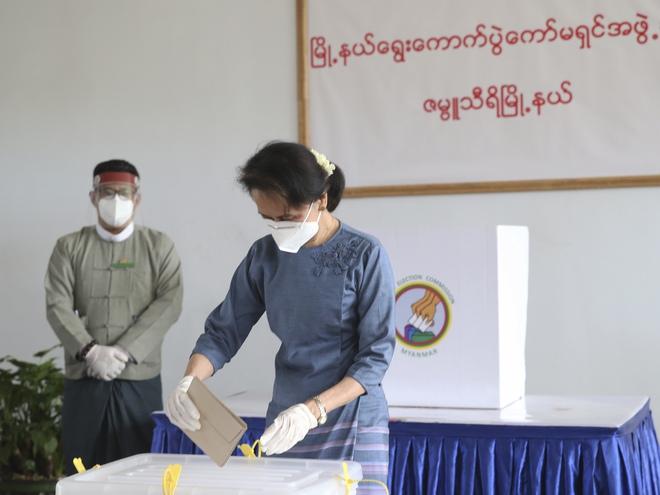 Quân đội Myanmar dễ dàng lật đổ chính phủ của bà Aung San Suu Kyi: Đòn chí mạng đến từ một sơ hở - Ảnh 1.