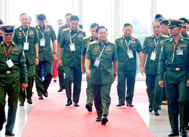 Quân đội Myanmar dễ dàng lật đổ chính phủ của bà Aung San Suu Kyi: Đòn chí mạng đến từ một sơ hở - Ảnh 2.