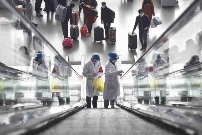 24h qua ảnh: Công nhân bảo dưỡng bánh tàu hỏa ở Trung Quốc - Ảnh 5.