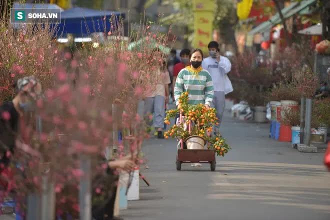 Cảnh xưa nay hiếm tại khu chợ chỉ họp duy nhất 1 lần trong năm, ai cũng giống ai ở 1 điểm - Ảnh 2.