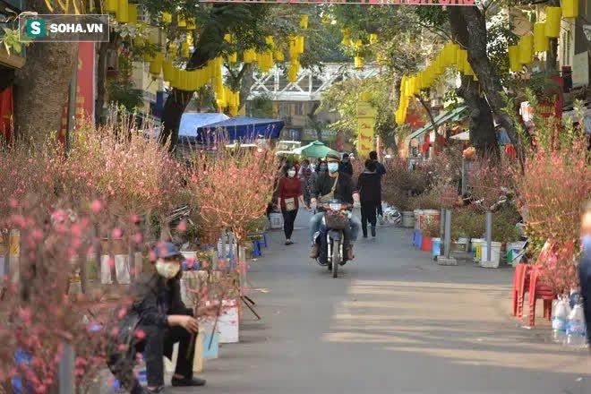 Cảnh xưa nay hiếm tại khu chợ chỉ họp duy nhất 1 lần trong năm, ai cũng giống ai ở 1 điểm - Ảnh 3.
