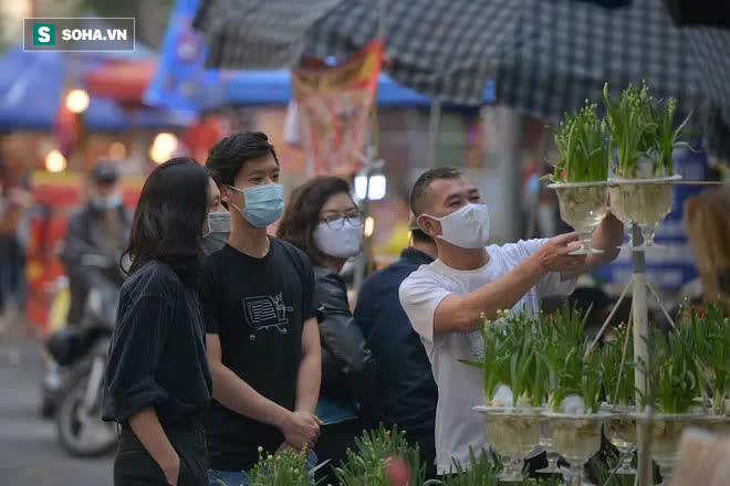 Cảnh xưa nay hiếm tại khu chợ chỉ họp duy nhất 1 lần trong năm, ai cũng giống ai ở 1 điểm - Ảnh 9.