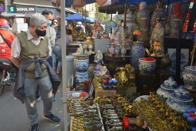 Cảnh xưa nay hiếm tại khu chợ chỉ họp duy nhất 1 lần trong năm, ai cũng giống ai ở 1 điểm - Ảnh 11.
