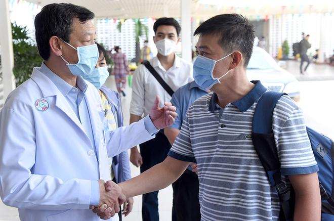 F1 của công chứng viên ở Hà Nội dương tính SARS-CoV-2; Bác sĩ Gia Lai là F1 khai gian dịch tễ khi đến viện Nhi đồng 1 TP HCM - Ảnh 1.