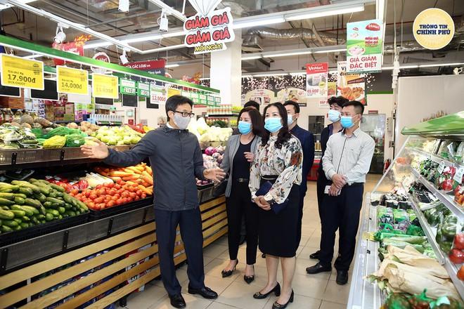 Phó Thủ tướng Vũ Đức Đam thị sát chợ hoa Tết Quảng Bá: Quyết tâm không để dịch bùng phát ở HN hay TP HCM - Ảnh 3.