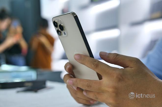 iPhone 12 đồng loạt giảm giá dịp Tết Tân Sửu - Ảnh 1.