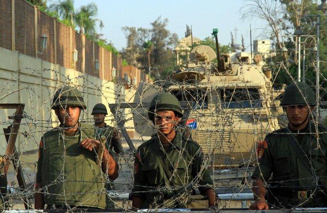 Các cuộc đảo chính quân sự làm chấn động thế giới 10 năm qua - Ảnh 6.