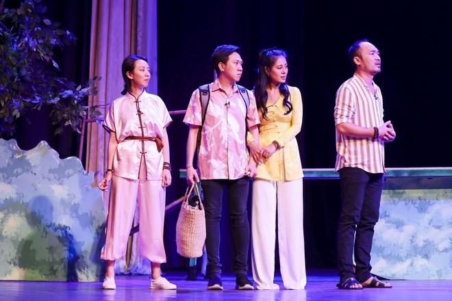 Hoài Linh đeo khẩu trang tập kịch Tết - Ảnh 1.