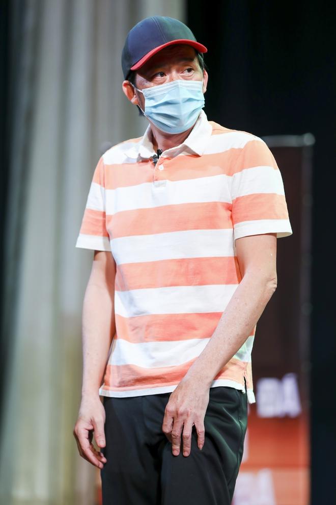 Hoài Linh đeo khẩu trang tập kịch Tết - Ảnh 4.