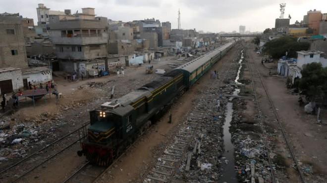 Vướng bất đồng nghiêm trọng với Pakistan, Trung Quốc thả cho Vành đai Con đường trật bánh? - Ảnh 2.