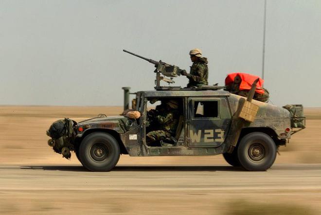 Áo giáp mới của binh sỹ quân đội Nga chống được đạn súng máy 12,7mm? - Ảnh 2.