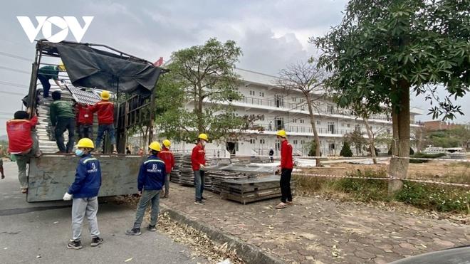 Khẩn trương thi công bệnh viện dã chiến số 3 tại Hải Dương - Ảnh 6.