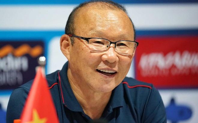 HLV Park Hang-seo và các trợ lý người Hàn Quốc đã trở lại Việt Nam