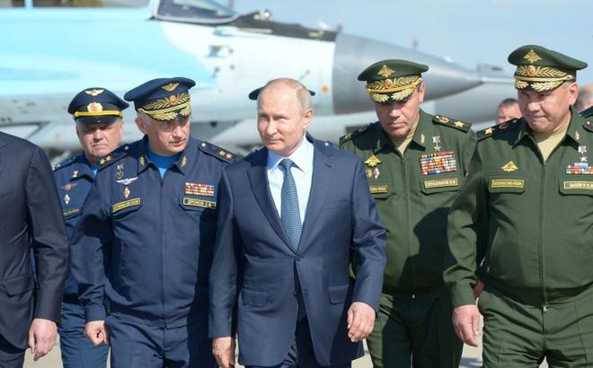 Một loạt tướng cấp cao Nga bí mật tới Syria: Ông Putin đang toán tính điều gì?