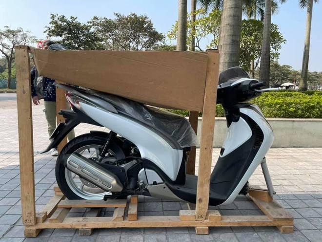 Chiếc Honda SH không bánh trước được bán giá 900 triệu đồng, đã có đại gia Hà Nội bạo chi? - Ảnh 2.