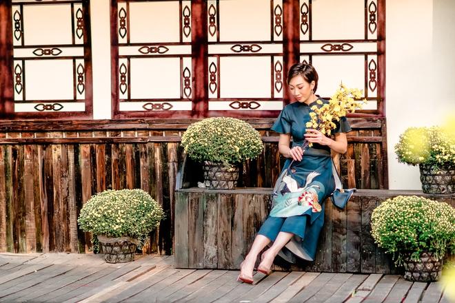 Lều Phương Anh chụp bộ ảnh Tết rực rỡ cùng hai con - Ảnh 8.