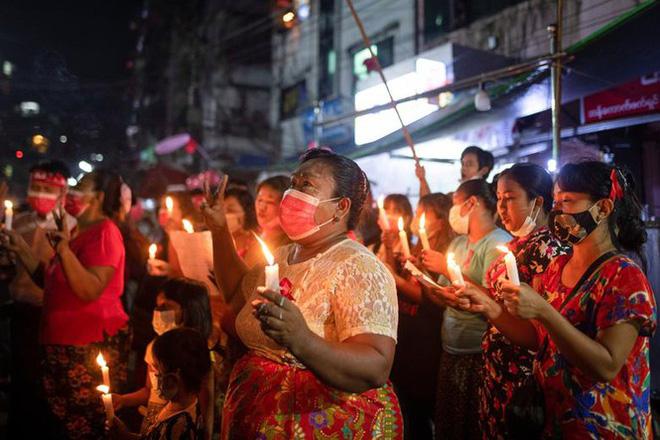 Myanmar: Dân tránh gọi điện thoại, dùng mật mã vì sợ bị nghe lén - Ảnh 5.