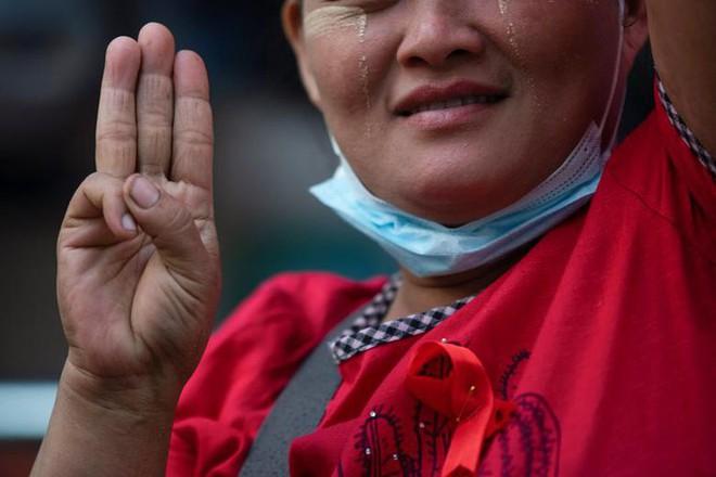 Myanmar: Dân tránh gọi điện thoại, dùng mật mã vì sợ bị nghe lén - Ảnh 6.