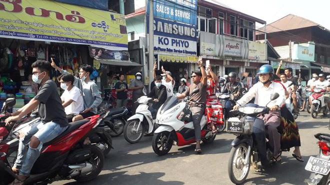 Myanmar: Dân tránh gọi điện thoại, dùng mật mã vì sợ bị nghe lén - Ảnh 7.
