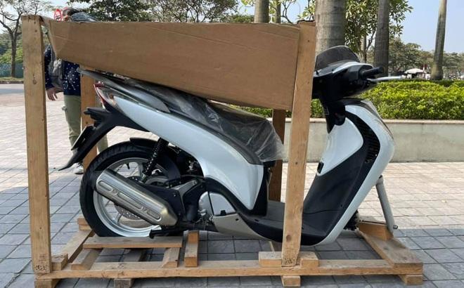 Chiếc Honda SH không bánh trước được bán giá 900 triệu đồng, đã có đại gia Hà Nội bạo chi?