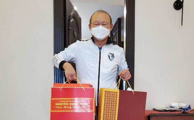 Phải ăn Tết trong khu cách ly, HLV Park Hang-seo nhận món quà ấm áp từ Thủ tướng