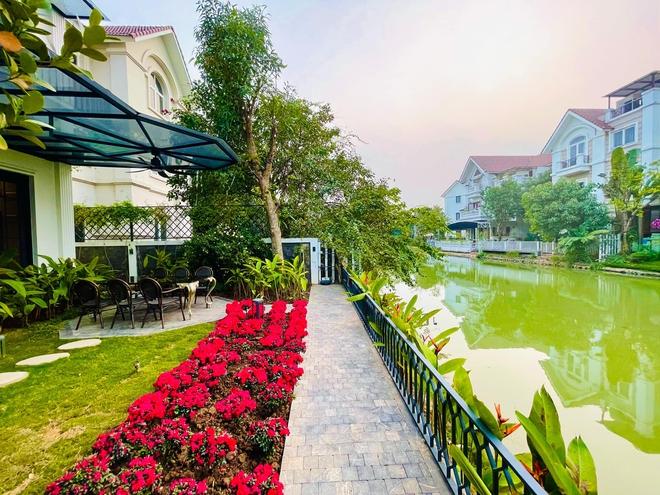 Cận cảnh biệt thự ven hồ hơn 500m2 của Lã Thanh Huyền lộng lẫy dịp Tết 2021 - Ảnh 8.