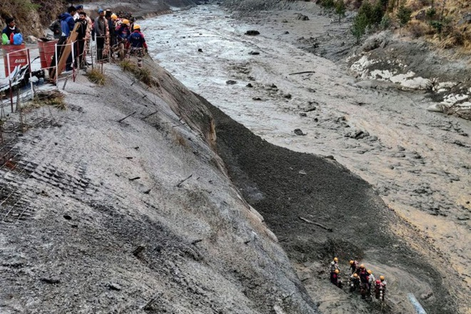 """Sông băng Himalaya vỡ """"như núi lửa phun trào""""  - Ảnh 2."""