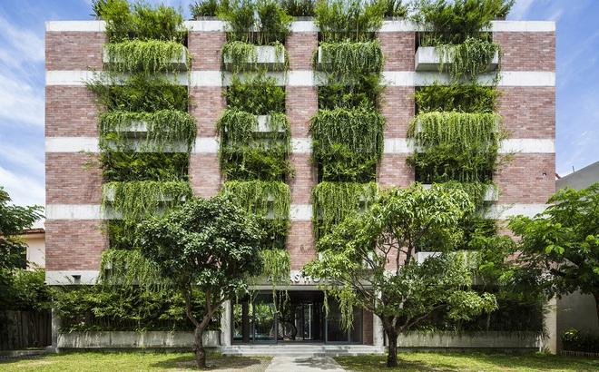 Khách sạn 5 tầng xanh mướt ở Hội An nổi bật trên báo ngoại