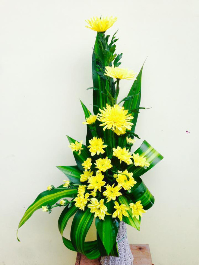 5 loại hoa cắm bàn thờ dịp Tết hút tài lộc, may mắn trong năm mới - Ảnh 2.