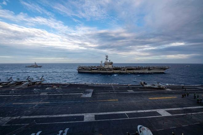300 tàu chiến Iran vây kín Vịnh Ba Tư, người Mỹ khiếp đảm - Tướng Mỹ thừa nhận sự thật cay đắng - Ảnh 1.