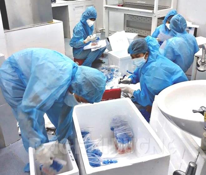 Ca bệnh COVID-19 nặng nhất từ trước đến nay đã được cứu sống; Xét nghiệm SARS-CoV-2 người chết trên xe khách từ Bình Dương về Sóc Trăng, khẩn trương truy tìm người đi chung - Ảnh 1.