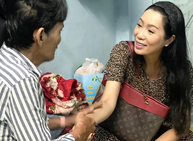 Thương Tín xuất viện, NSND Kim Cương trao 100 triệu đồng hỗ trợ - Ảnh 1.