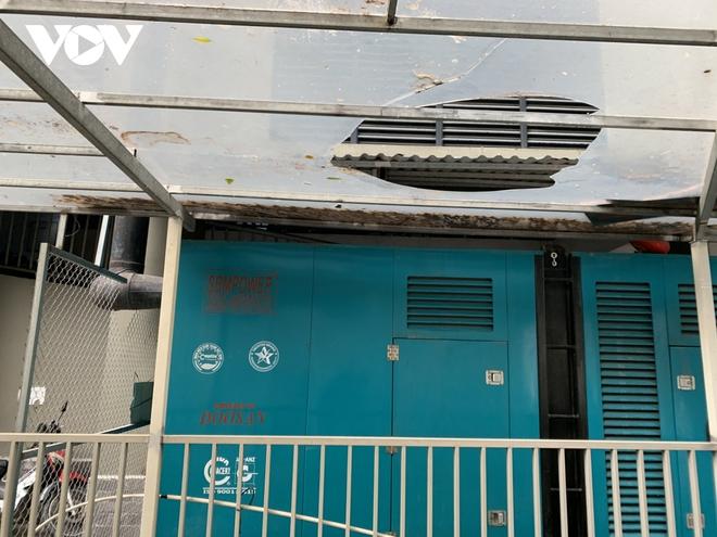 Hiện trường khu vực bé gái 3 tuổi rơi từ tầng 12A chung cư ở Hà Nội - Ảnh 5.