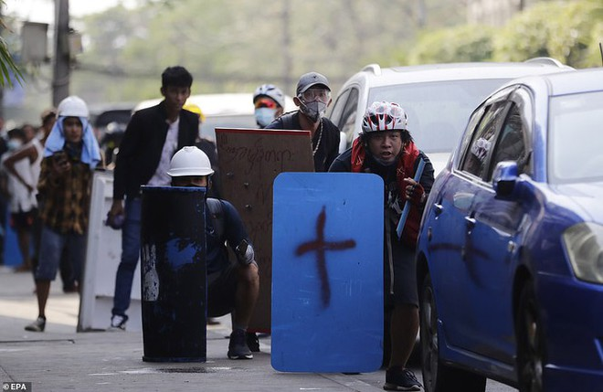 Reuters: 48 người thương vong khi cảnh sát Myanmar đụng độ người biểu tình - Ảnh 7.