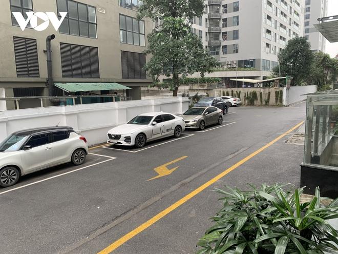 Hiện trường khu vực bé gái 3 tuổi rơi từ tầng 12A chung cư ở Hà Nội - Ảnh 10.