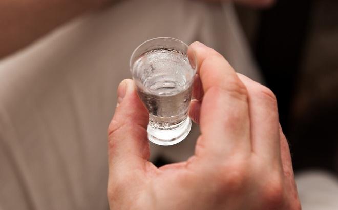 Uống 1-2 chén rượu vào buổi tối tốt xấu thế nào? BS sẽ phân tích cho bạn biết sự thật!