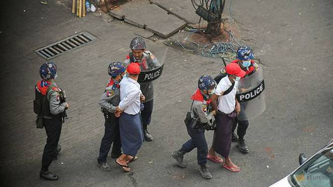 Cảnh sát Myanmar bỏ xứ ra đi: Nhận lệnh bắn đến khi người biểu tình chết hẳn, tôi không làm nổi - Ảnh 6.